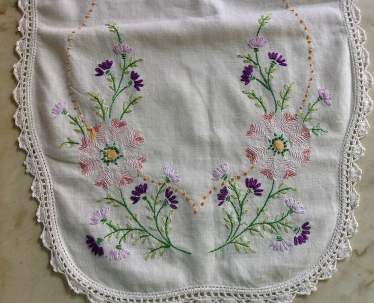 Vintage embroidered dresser scarf w crocheted edging