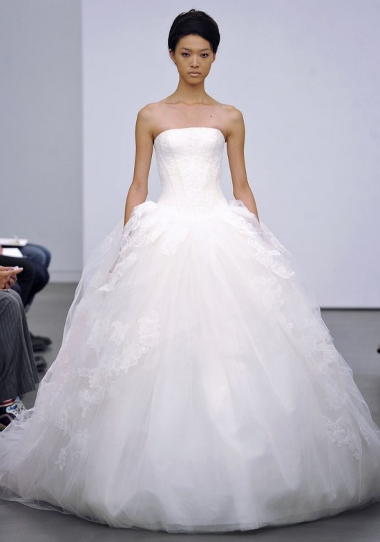 Ball Gown Wedding Dresses By Vera Wang : Strapless ball gown tulle wedding dress vera wang fall