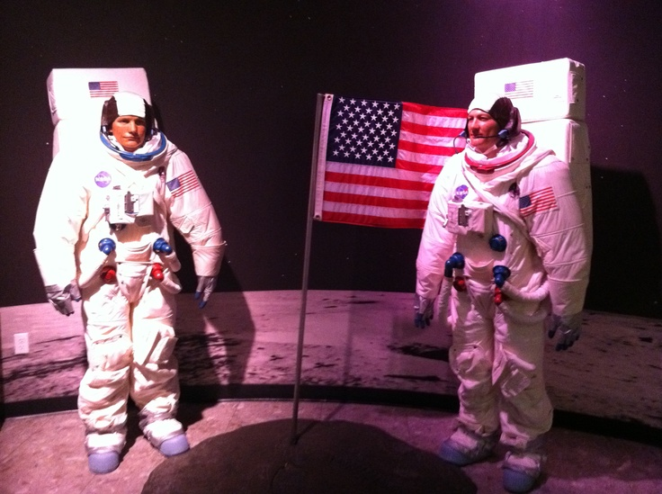 neil armstrong wax museum school - photo #38