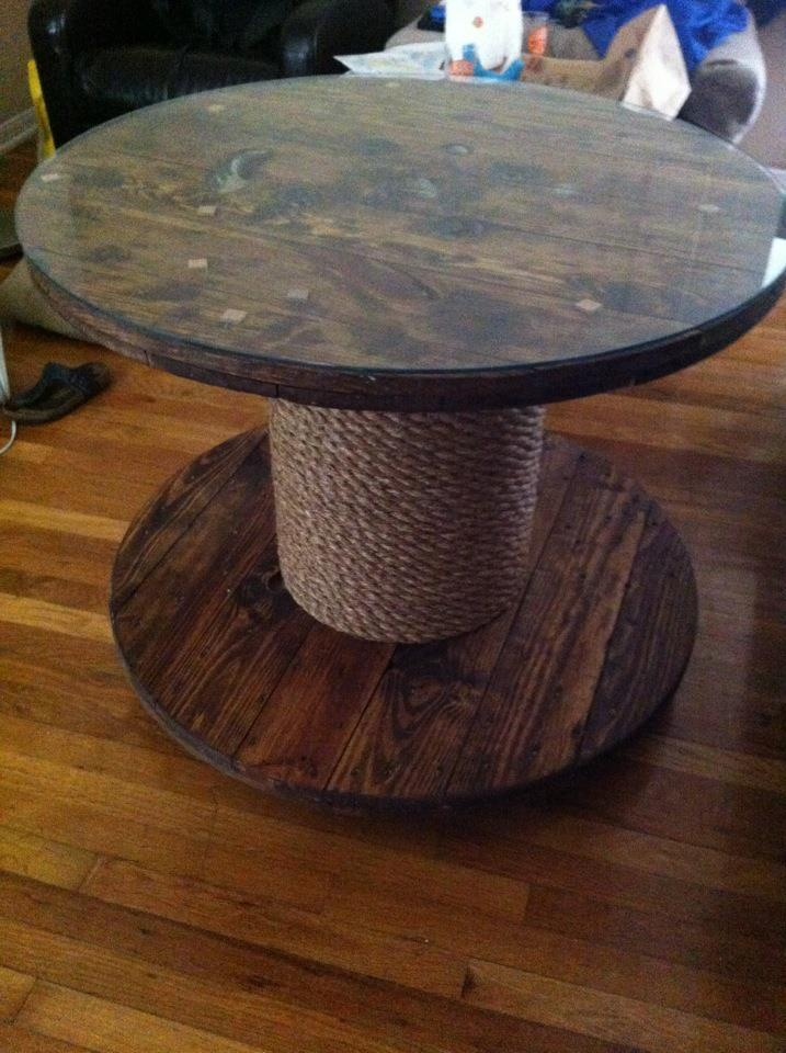 Wooden cable spool table 30 upcycled furniture ideas for Outdoor tables made out of wooden wire spools