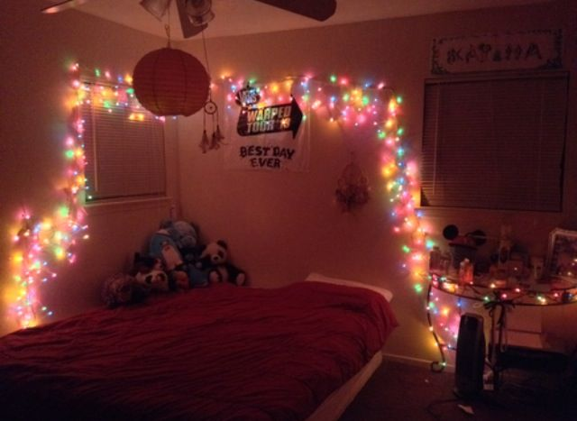 Christmas lights in bedroom  ..pretty little lights..  Pinterest
