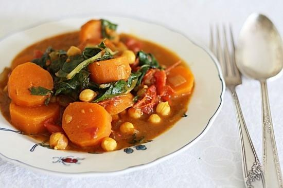 SWEET POTATO, KALE, AND CHICKPEA CURRY | soup and sandwich | Pinterest