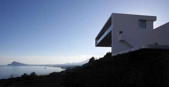 Casa En Un Acantilado / Fran Silvestre Arquitectos: pinterest.com/pin/250231323017504940