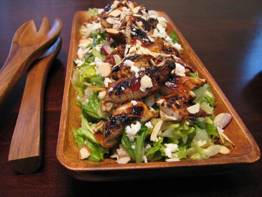 La Salade d'Elle (Chicken Salad with Almonds, Queso Fresco and ...