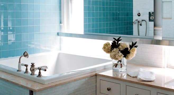 Square soaking tub for small bath spaces - Small tubs for small spaces ...