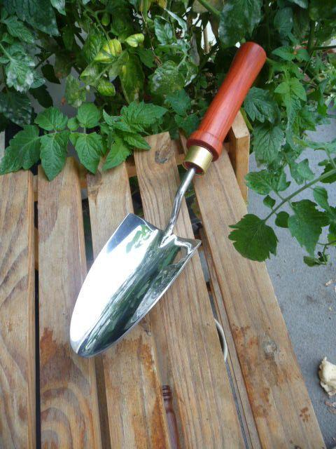 sturdy trowel in the garden: pinterest.com/pin/100557004153128789