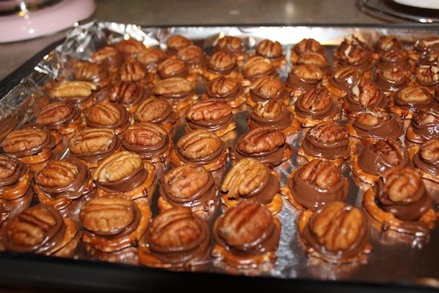 pretzel rolo turtles | sweeties | Pinterest