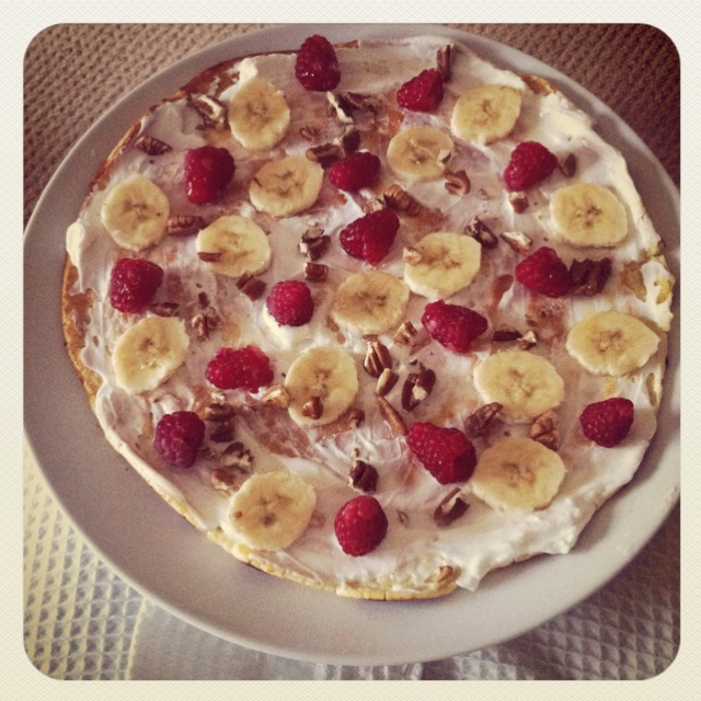 ... yoghurt, raspberries, banana, pecans and a drizzle of Agave Nectar