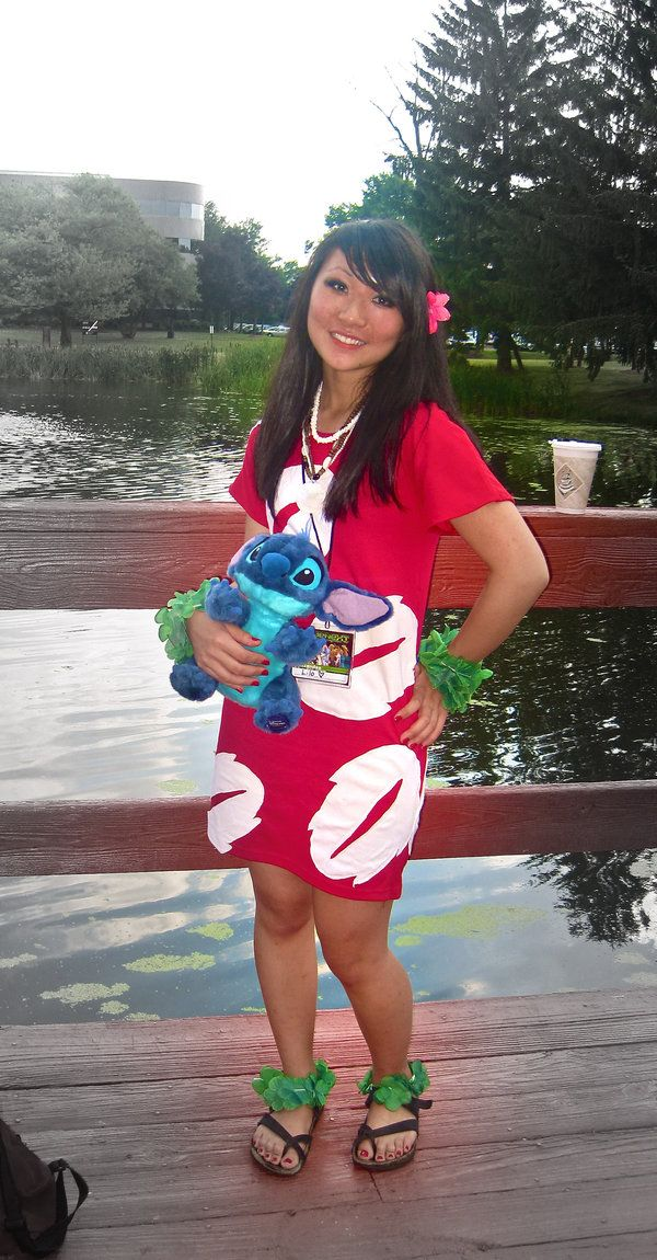 http://fc03.deviantart.net/fs71/i/2012/170/4/f/lilo_and_stitch_cosplay_by_beenthereb4-d2ysvvg.jpg