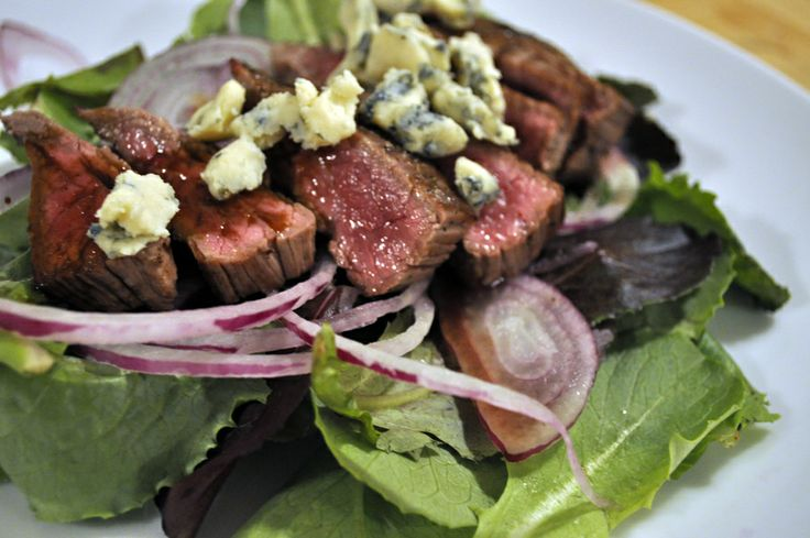 seared flank steak with bleu cheese over romaine and red onion ...