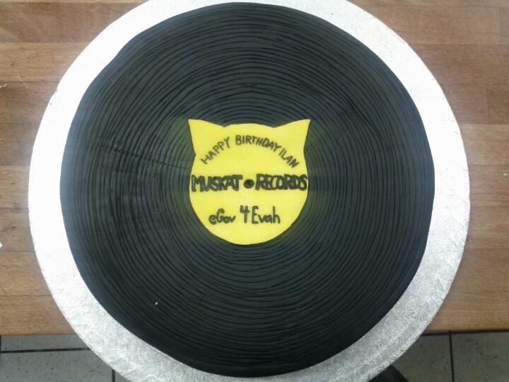 LP record birthday cake  Cakes  Pinterest
