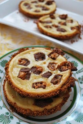 Snickers Caramel Cheesecake Cookies | this makes me hungry.. | Pinter ...