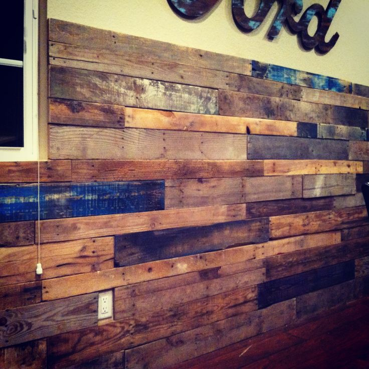 DIY Palett Wall Made From Reclaimed Palettes Would Make A Really Cool