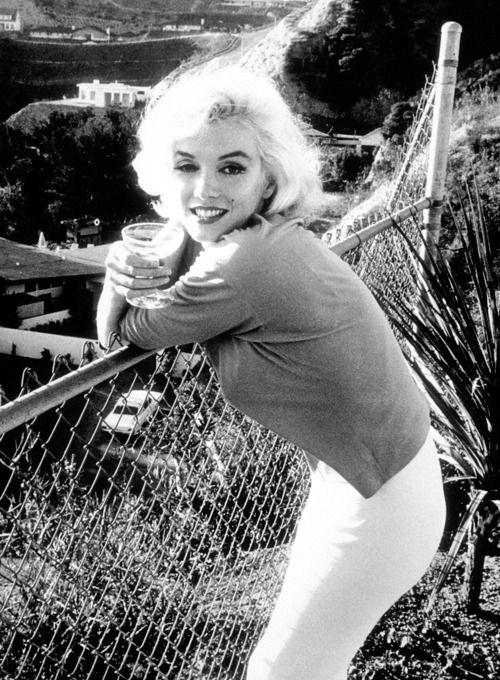 Marilyn Monroe in 1962 ...