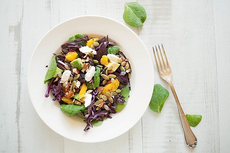 Red cabbage, spinach and avocado salad with orange and goat cheese