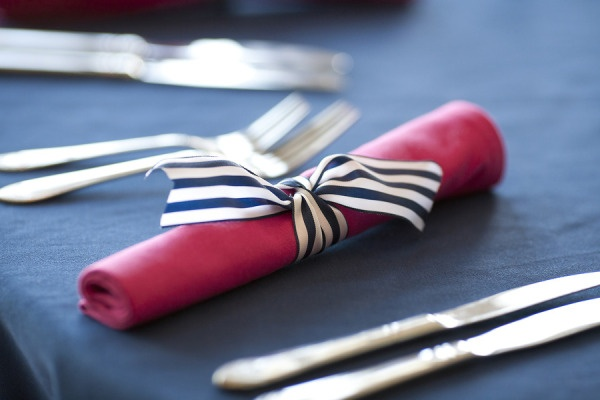 Navy fuchsia place setting