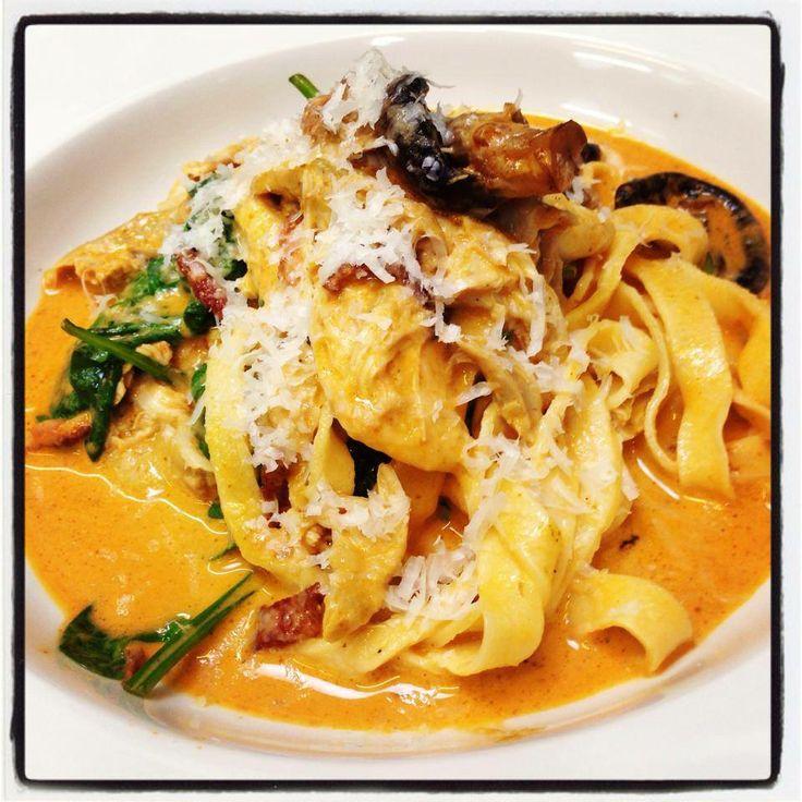 ... chicken, mushroom, bacon, shallot, spinach and creamy sugo pasta