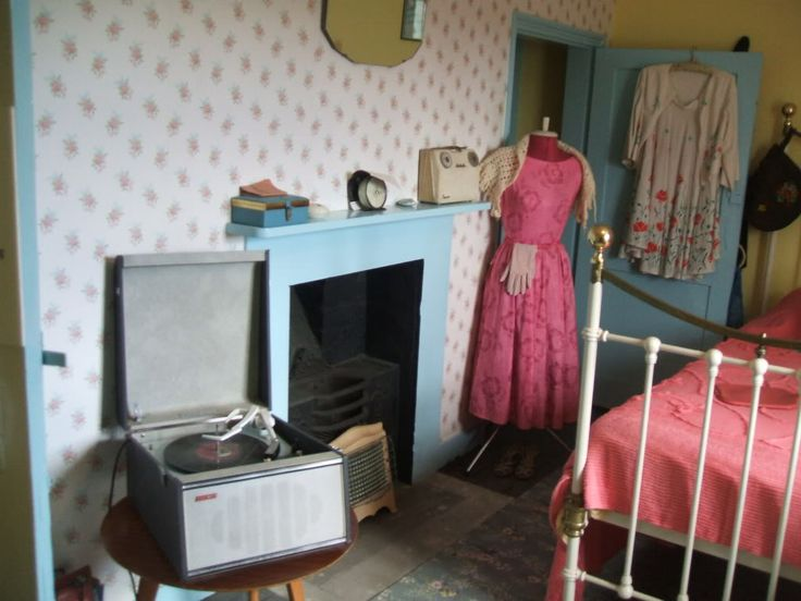 1950s girl 39 s bedroom 1950s lifestyle home decor for 1950s bedroom ideas