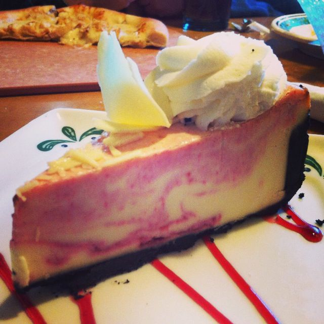 raspberry cheesecakeOlive Garden White Chocolate Raspberry Cheesecake