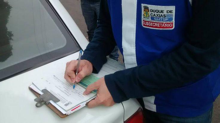 Sub Secretário Claudio de Sousa Pinto em operação de fiscalização a táxis clandestinos - novembro/2014