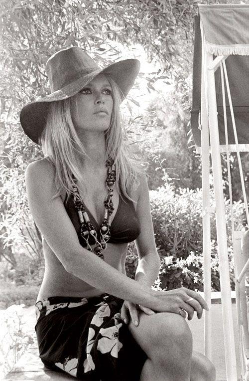 Brigitte Bardot | chapeau | bikini babe | hollywood starlet | iconic actress | blonde bombshell | natural beauty | bohemian | boho