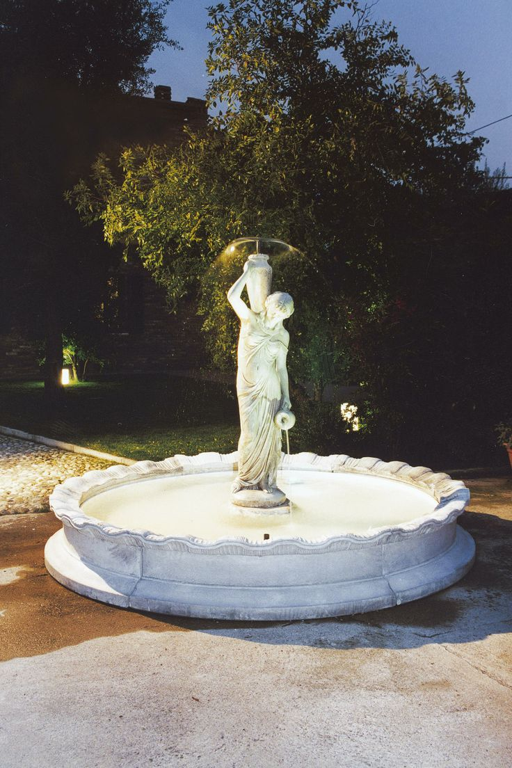 Outdoor fountains in phoenix type for Garden fountains phoenix
