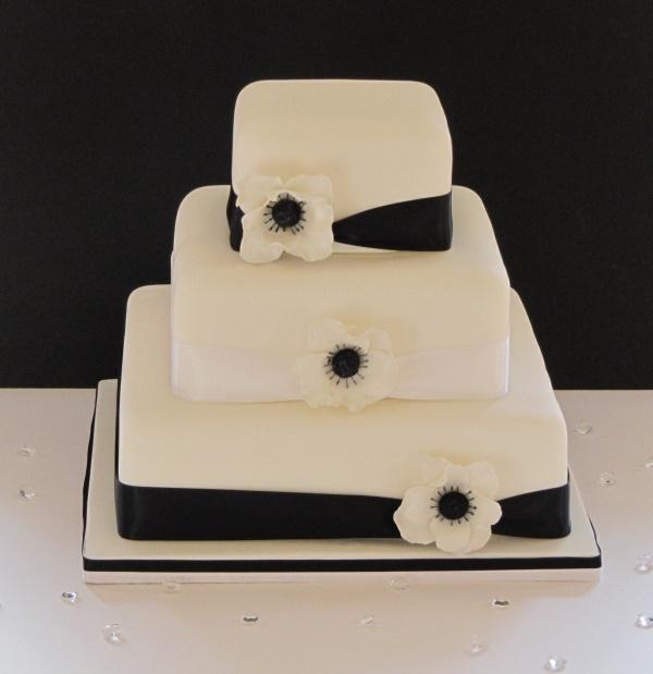 Wedding cake... square... black & white | Wedding Ideas | Pinterest