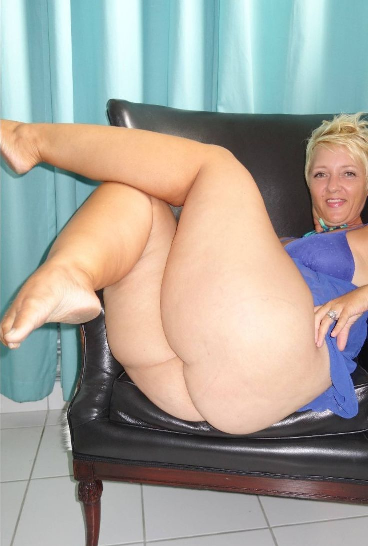 With Crossed legs bbw galleries theme