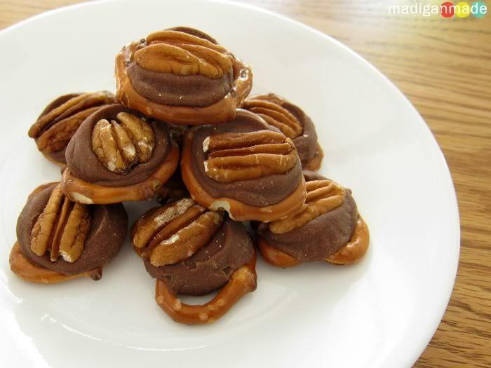 Simple Chocolate Turtle & Pretzel Bites ~ Madigan Made { simple DIY ...