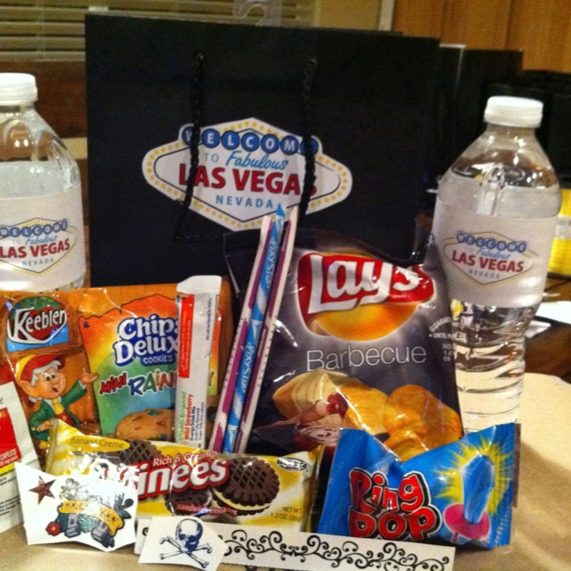 Las Vegas Wedding Gift Bag Ideas : Las Vegas destination wedding guest gift bags. Everything you need to ...