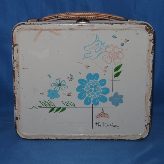Just bought this vintage 1950s shabby chic lunchbox to hold my pens & markers when I travel to teach!