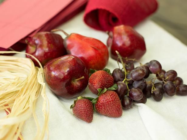 How to Create a Farmers Market Style Centerpiece: To create a cohesive look, use different fruits that are similar in color. Red apples, pears, red grapes and strawberries make an excellent color and texture combination. From DIYnetwork.com
