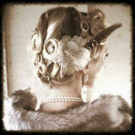 1920s style pin curls and headpiece 20s Hairstyles - 1920 Hairstyles