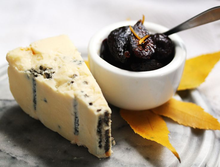 entertaining thanksgiving cheese board with figs wisconsin cheese talk