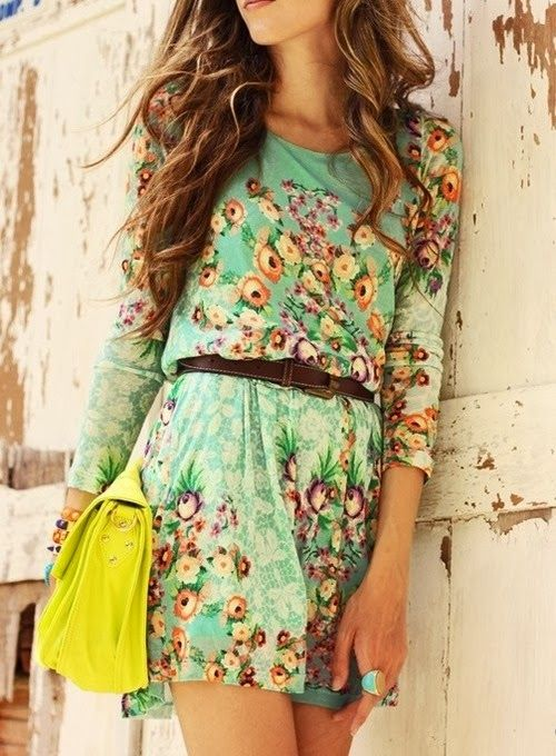 Nice floral dress with hellow handbag