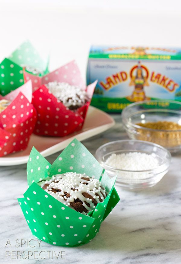 Amazing Gingerbread Muffins with White Chocolate Glaze