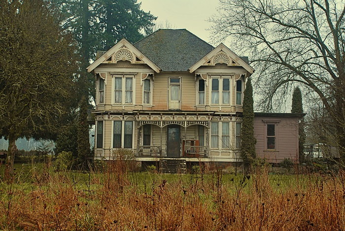 Victorian era house architecture pinterest for Victorian farmhouse architecture