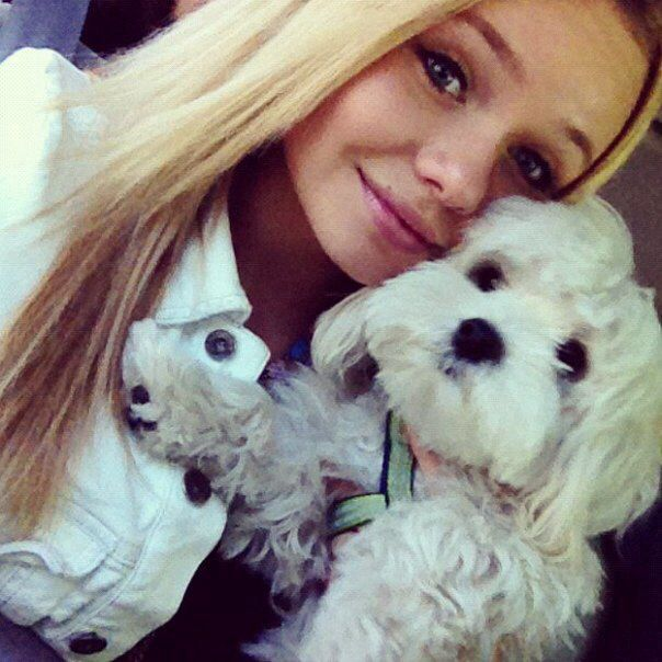 Alli Simpson and her dog Buddy | Cody and Alli Simpson | Pinterest: pinterest.com/pin/339458890634694963