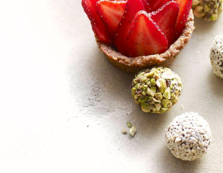 Cocoa-Date Truffles - no sugar (raw cacao powder, dates)