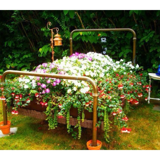 what a gorgeous shabby chic garden bed shabby chic. Black Bedroom Furniture Sets. Home Design Ideas
