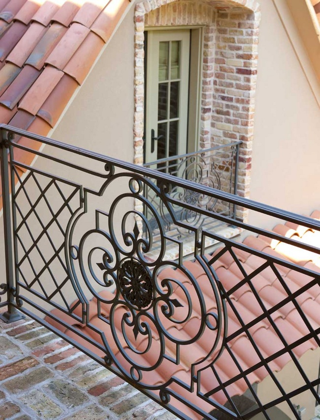 Iron balcony railing detail gorgeous architectural for Balcony safety grill designs