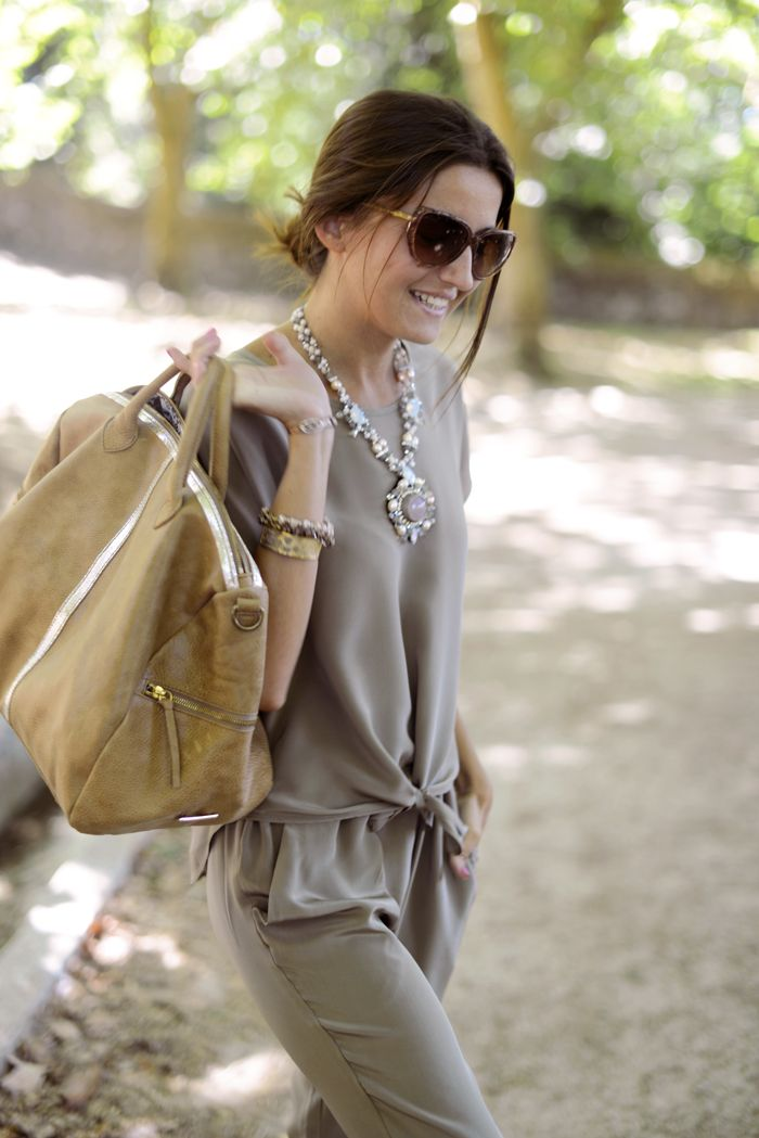 This tone-on-tone combination is so lovely and relaxed, and the subtle colors make that necklace a standout.