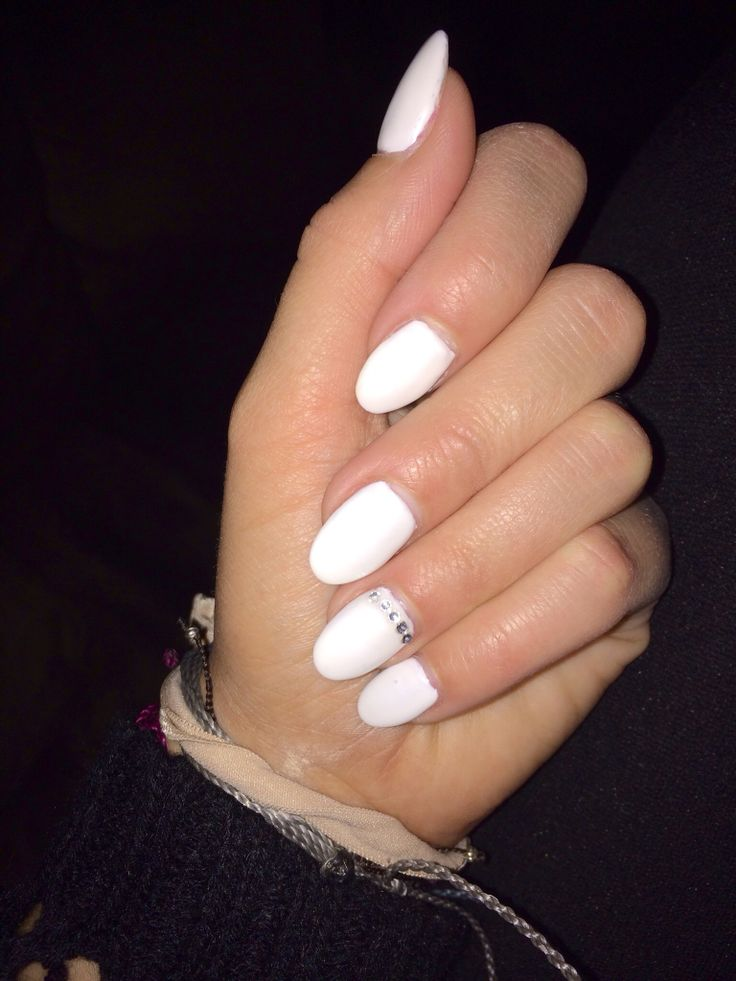 White almond nails | Almond nails | Pinterest