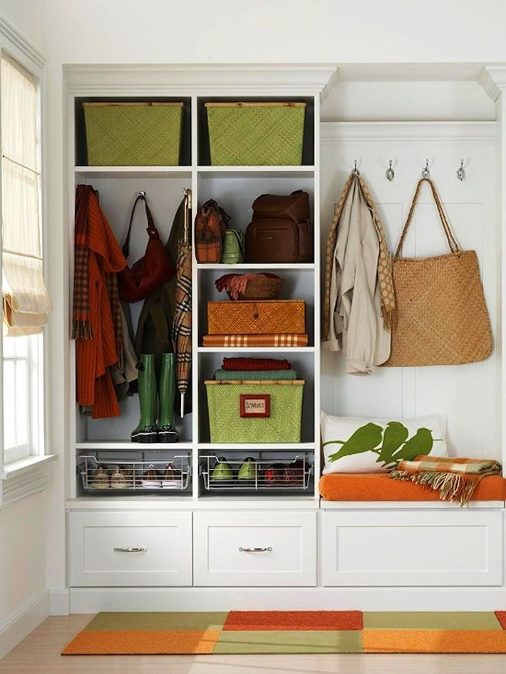 Organized entryway. Have what you use, get rid of what you don't. Change to colors of the boxes for seasonal colors, or choose colors that work throughout the seasons! #FallHomeDecor #EntrywayStorage #SmallSpaceBigStyle