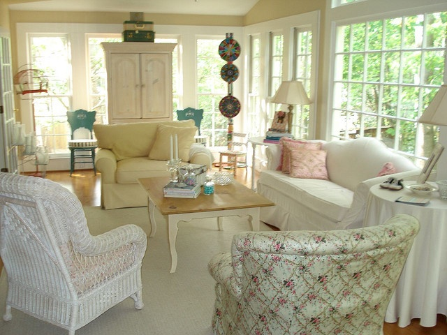 Love this sunroom cottage decorating ideas 2 pinterest for Images of decorated sunrooms