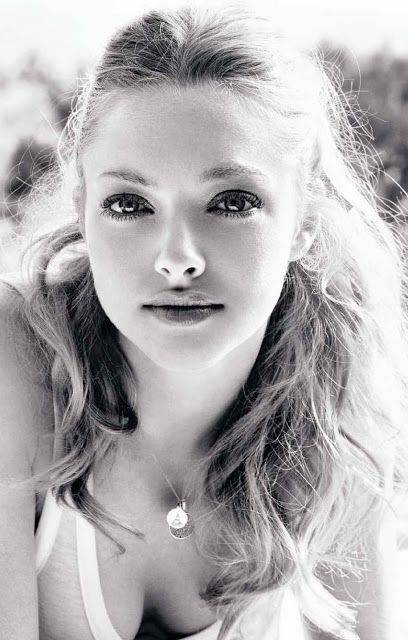 Amanda Seyfried wears a Personalized Disc Necklace!