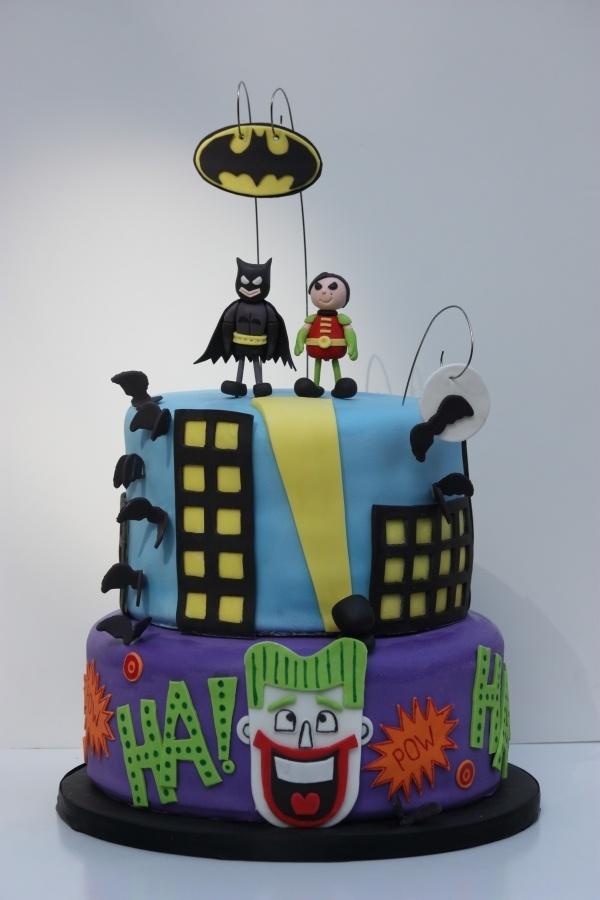 Superhero cake for a boys or girls birthday party - sa-weet!