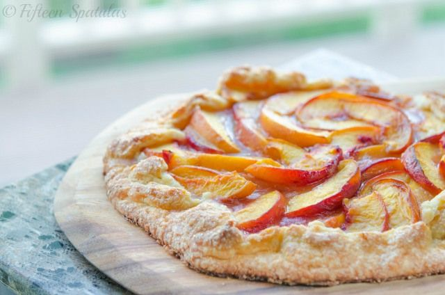 Peach Crostata Recipe @Fifteen Spatulas | Joanne Ozug