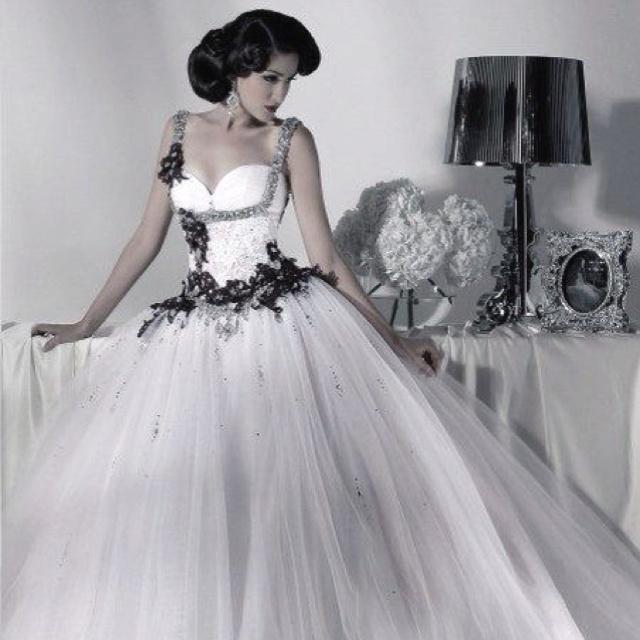 Halloween Wedding Dresses: My Fantasy Halloween Wedding Dress