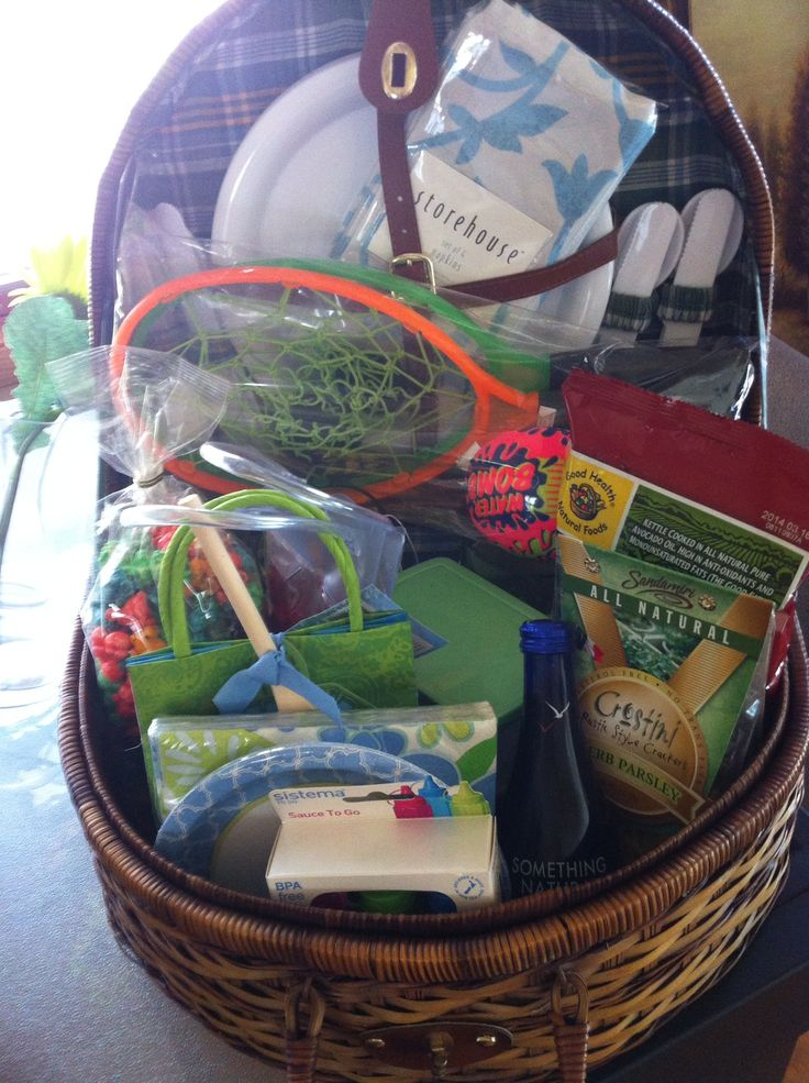 Ideas For A Picnic Basket Gift : Picnic basket raffle auction